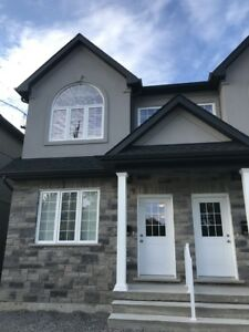 **ALL UTILITIES INCLUDED** 7 Bedroom Student House!!