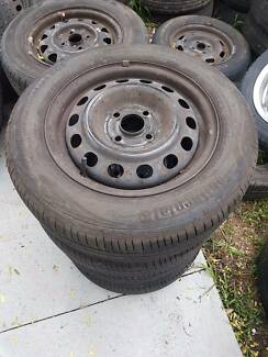 4x toyota corolla stock wheels and tyres 175 65 R14