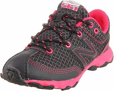 New Balance Kids Trail Runner (New Balance KT561BPY Trail Runner Shoes (Little Kid/Big Kid),Black/Pink,4 M)