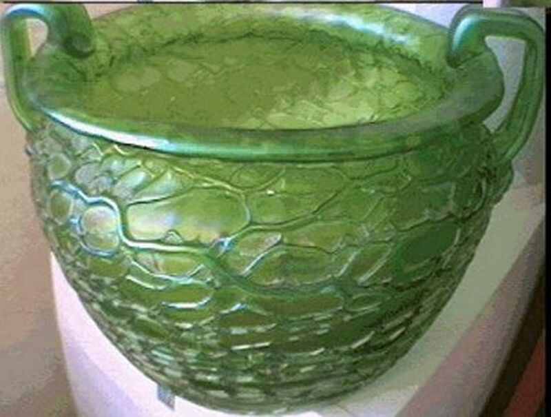 MUSEUM QUALITY LOETZ GREEN RIBBED IRIDESCENT GLASS VASE ca 1900