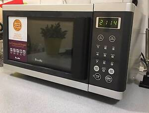 BREVILLE MICROWAVE IN EXCELLENT CONDITION Murrumbeena Glen Eira Area Preview