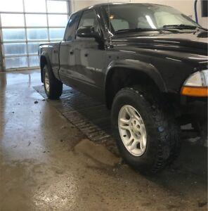 Price is negotiable ** 2002 Dodge Dakota Sport 4x4