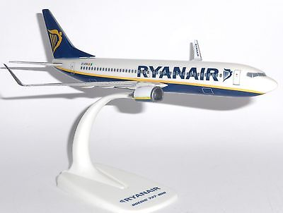 Boeing 737 800 Ryanair Ireland Collectors Snap Fit  Model Scale 1 200 Ei Enx   G