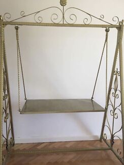 Swing Table Gold