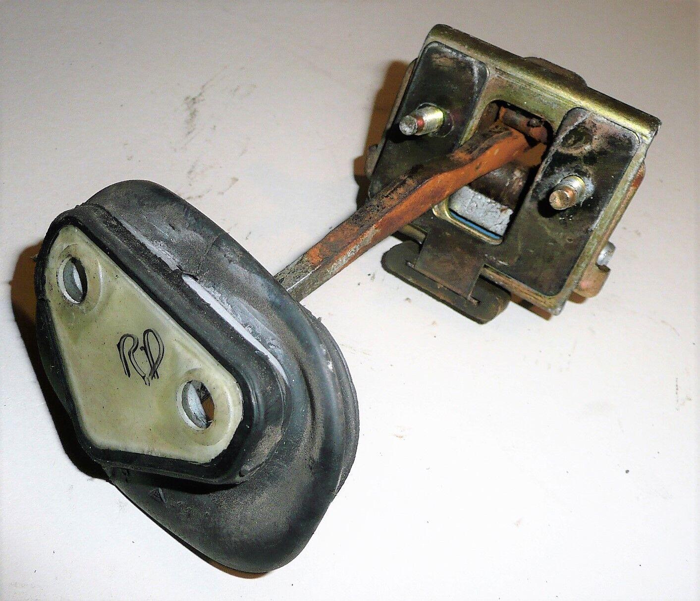 Citroen C5 Estate 2005 - Rear Drivers Side Door Stopper Holder - Right