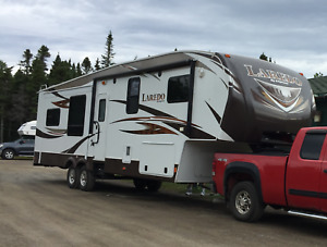 KEYSTONE LAREDO 329RE - 2013 5TH WHEEL