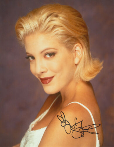 Tori Spelling Beverly Hills 90210 signed 10x8 photo UACC Signing Details [16221]