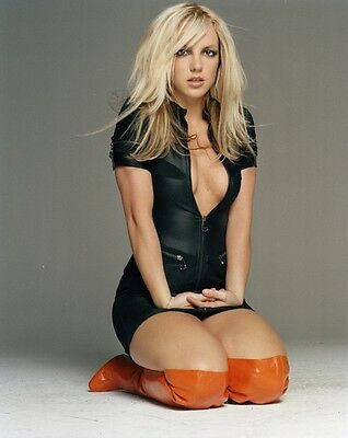 BEAUTIFUL POP SUPERSTAR BRITNEY SPEARS  8X10 PHOTO W/ BORDERS