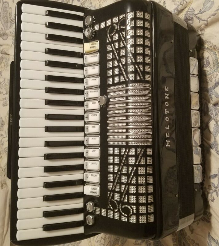 Accordion Meloton Hand Made Reeds Ex Condition