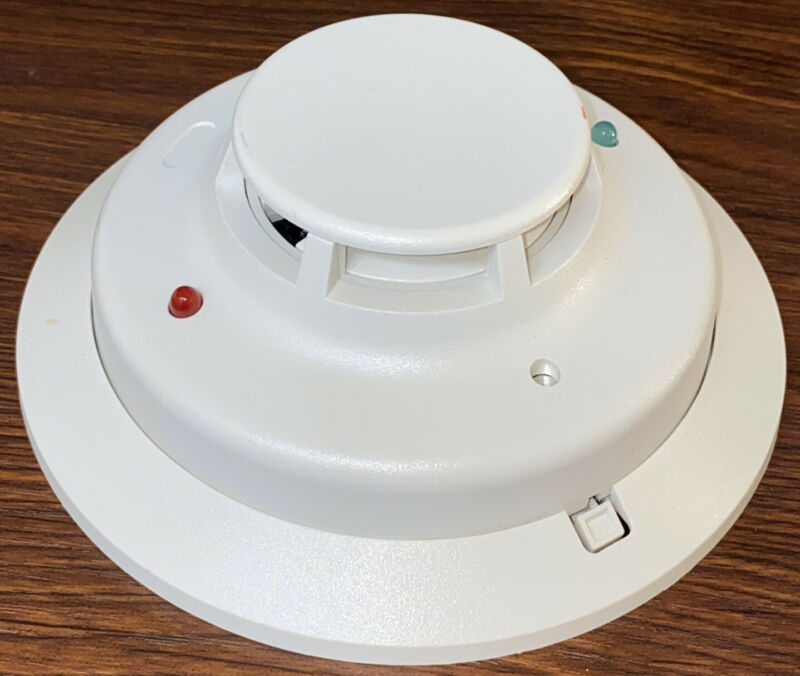 System Sensor 4W-B Photoelectric Smoke Detector (Warranty) 4041