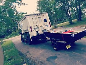 Slide on truck camper with bathroom fits 6.5'-8' box