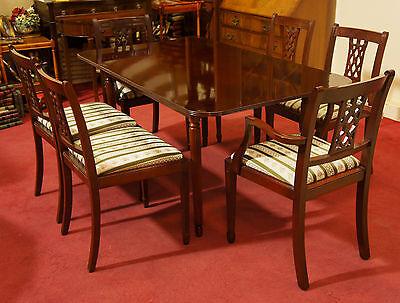 Englische Möbel Esstisch Mahagoni und sechs Stühle in Regency Stoff