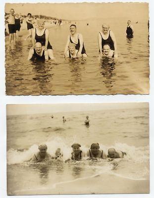 20er Jahre Badeanzug (Foto Bademode Strand Meer Badeanzug Männer Frauen 20er oder 30er Jahre)