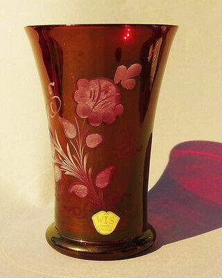 ri6008:Kristallbecher, rubinfarben, florale Verzierung eingeschliffen, Schlenz!