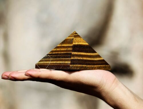 Metaphysical Natural 8 CM Golden Tiger Eye Healing Power Aura Meditation Pyramid