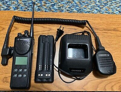 Motorola Xts3000 P25 Digital Uhf Model Ii