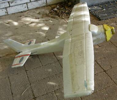 RC Cessna 182 plane airframe with servos (4 channel)