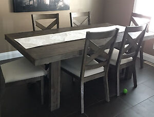 Table and chairs for sale!
