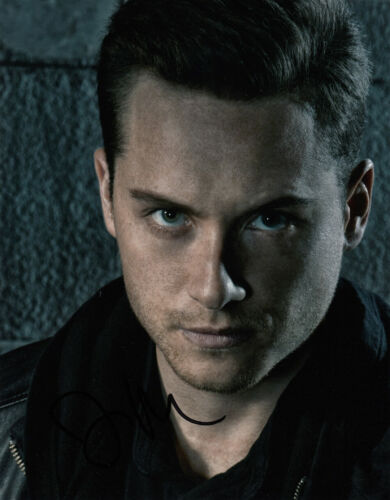 Jesse Lee Soffer signed Chicago P.D. 10x8 photo AFTAL Full Signing Info [16208]