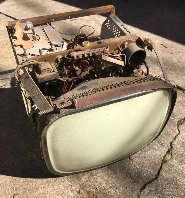 1957 ADMIRAL 14YP3B TELEVISION CHASSIS ***FOR PARTS ONLY*** RARE!!! AS SHOWN