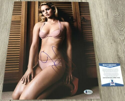 SEXY JENNIFER LAWRENCE SIGNED THE HUNGER GAMES 11x14 PHOTO w/ BECKETT BAS COA