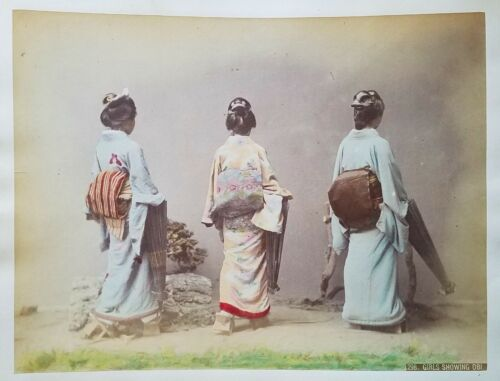 JAPAN GIRLS SHOWING OBI KIMONO UNUSUAL BACKS OF WOMEN HAND COLORED ANTIQUE PHOTO