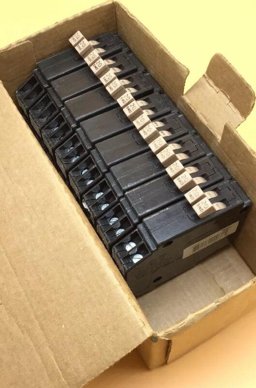 New Circuit Breaker Eaton Cutler Hammer CHNT2020 20/20 Amp Two 1 Pole Tandem CHT