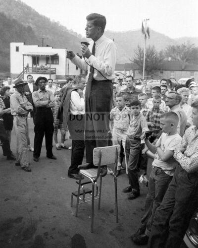 SENATOR JOHN F. KENNEDY CAMPAIGNS IN WEST VIRGINIA IN 1960 - 8X10 PHOTO (ZZ-080)