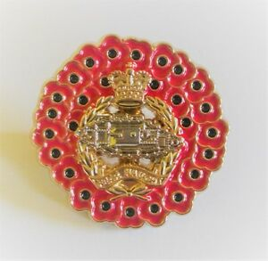 POPPY WREATH ROYAL TANK REGIMENT BADGE IN GOLD METAL