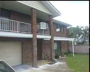 LARGE 3 Bedroom Home. Suit Family Bundall Gold Coast City Preview