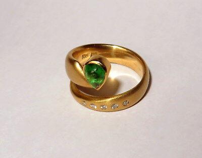 Goldring 750 mit großem Grünem Granat und 4 Diamanten ()