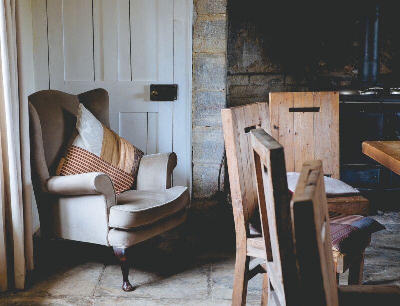 Kissen und entspannte Beleuchtung sorgen für kuschelige Gemütlichkeit in jedem Zimmer.