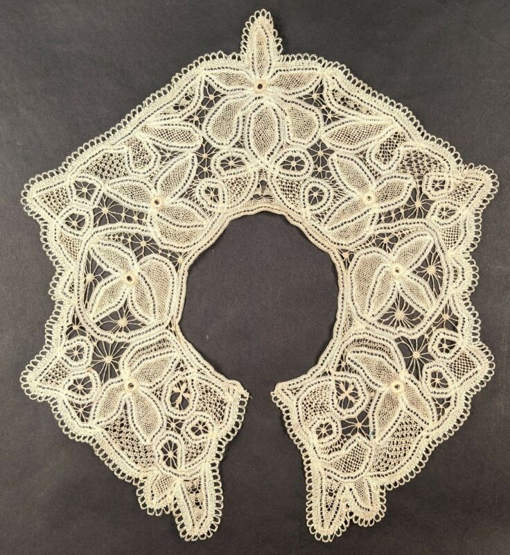 UNUSUAL ANTIQUE HAND MADE LACE COLLAR W FINEST NEEDLEWORK