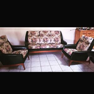 Mid Century Lounge Suite Cleveland Redland Area Preview