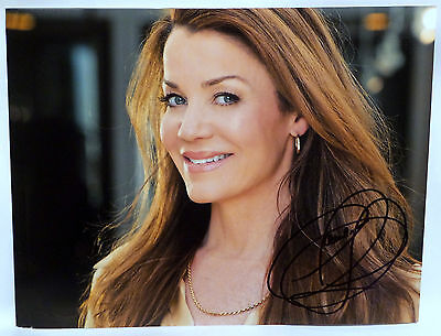 BABYLON 5 : SIGNED PHOTOGRAPH BY CLAUDIA CHRISTIAN VERSION 2