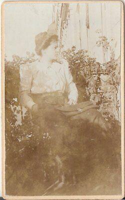 CDV Foto Feine Dame auf dem Balkon - um 1900