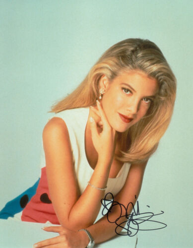 Tori Spelling Beverly Hills 90210 signed 10x8 photo UACC Signing Details [16220]