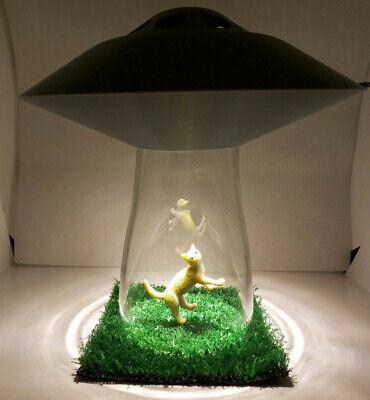 Gebruikt, UFO Alien Spaceship LAMP CAT Kitty Abduction Silver Flying Saucer Light Lamp tweedehands  verschepen naar Netherlands