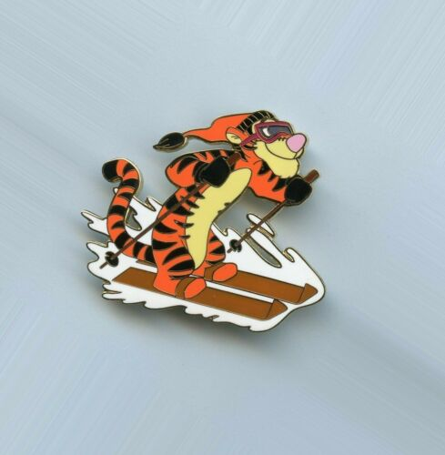 Disney Auctions Winnie the Pooh Tigger Snow Skiing LE 250 Pin & Card