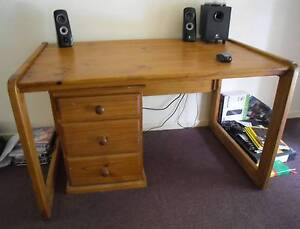 Large solid timber office or work desk with separate drawers Port Macquarie Port Macquarie City Preview