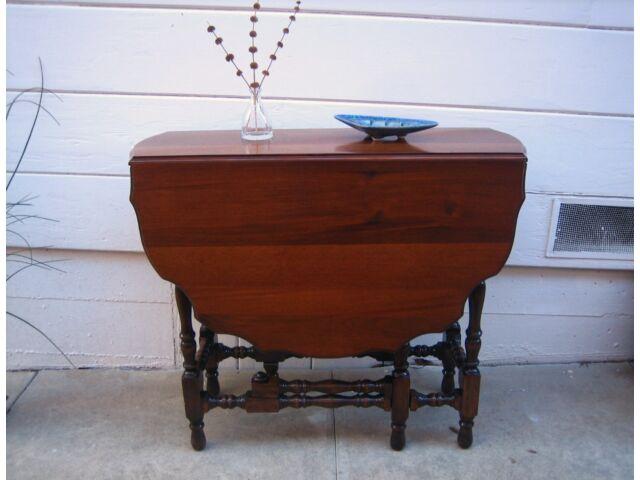 Vintage Antique Gate Leg Drop Leaf Occasional Table Scalloped Edge Refinished