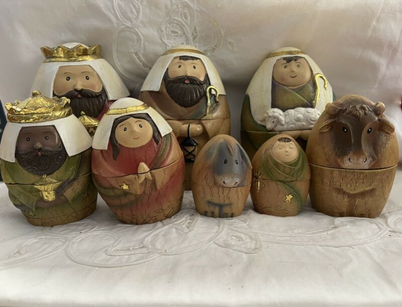 Holy Family. Roman. Christmas Nativity Nesting Dolls. Set of 8