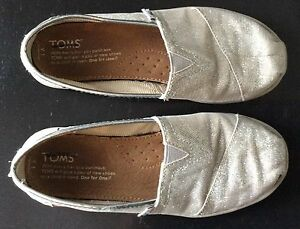 Girls Toms Shoes Silver Glitter Size 1 Cambridge Kitchener Area image 5