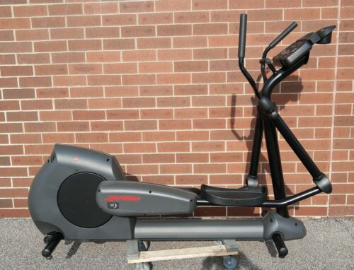 Lifefitness X9I Elliptical cross trainer excellent cond. Only 40 hours of use  !