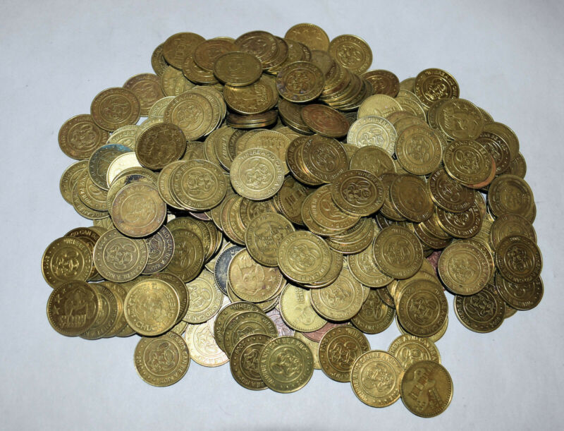 12. A 500 PC LOT CHUCK E CHEESE TOKENS FOR COLLECTORS & IN STORE GAMING MACHINES