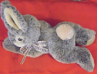 Plueschtier Hase , mit Halstuch , 40 cm x 28 cm x 18 cm , grau , sehr schoen ,