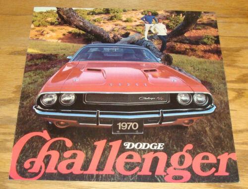 Original 1970 Dodge Challenger Deluxe Sales Brochure 70 R/T SE Hemi
