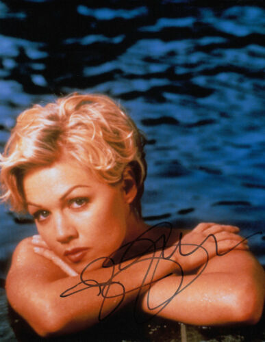 Jennie Garth Beverly Hills 90210 signed 10x8 photo UACC Signing Details [16222]
