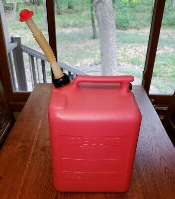 Clean Midwest 5 Gallon No.6119 Plastic Gas Can Vented With Spout