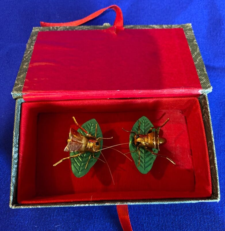 STUNNING VINTAGE CHINESE CRICKETS ON LEAVES TRINKETS IN ORIGINAL BOX old